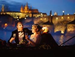 ヴルタヴァ上のベネチアのロマンス|ゴンドラの船頭